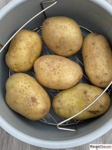 Can You Make Baked Potatoes In The Ninja Foodi?