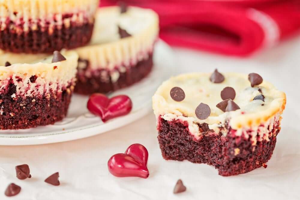 Welcome to my latest recipe in the Philips Airfryer and today we are rocking Airfryer Red Velvet Cheesecake Cupcakes.