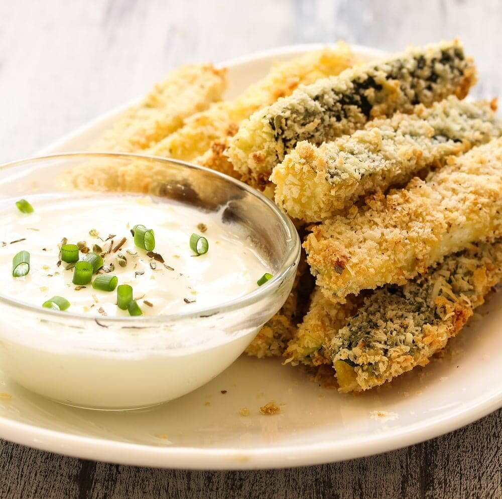 Welcome to my easy courgette chips with Tzatiziki Dip recipe.