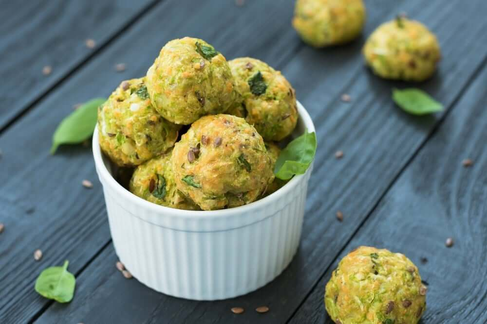 Welcome to my flourless air fryer mini courgette fritter bites recipe.