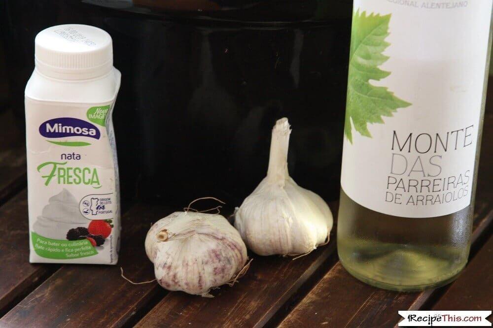 Slow cooker chicken fricassee garlic cream and white wine